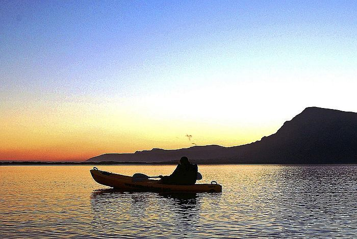 Hermanus-Mosaic-Lagoon-Lodge-kayaking